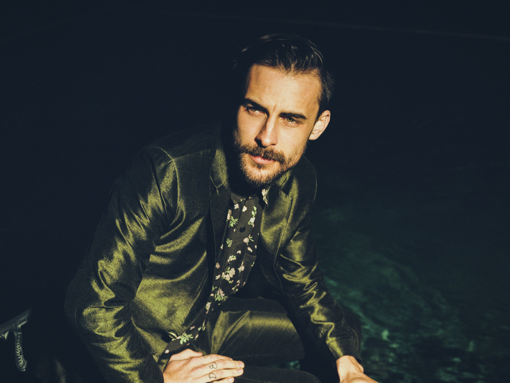 A Minute in Houston with Robert Ellis