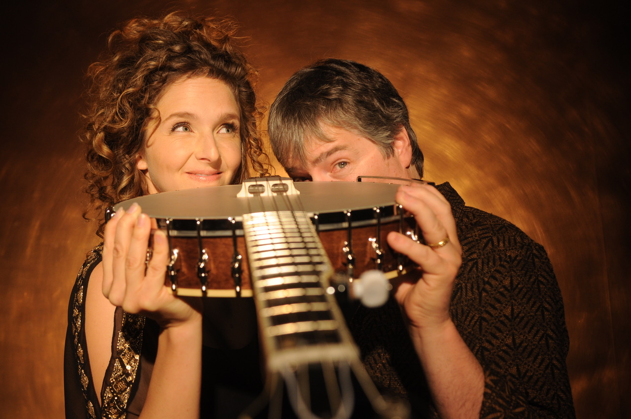 Béla Fleck and Abigail Washburn to Host the 2017 IBMA Awards