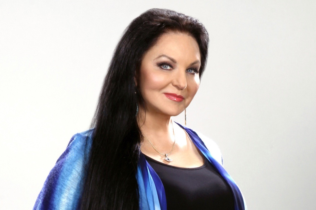 Crystal Gayle Goes Deep into Classic Country