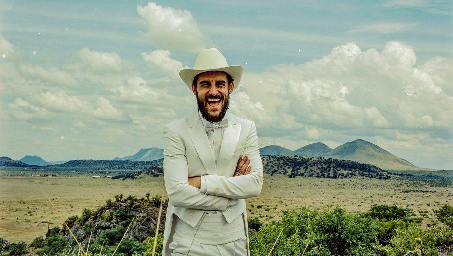 "WATCH: Robert Ellis Sparkles in ""Topo Chico"""