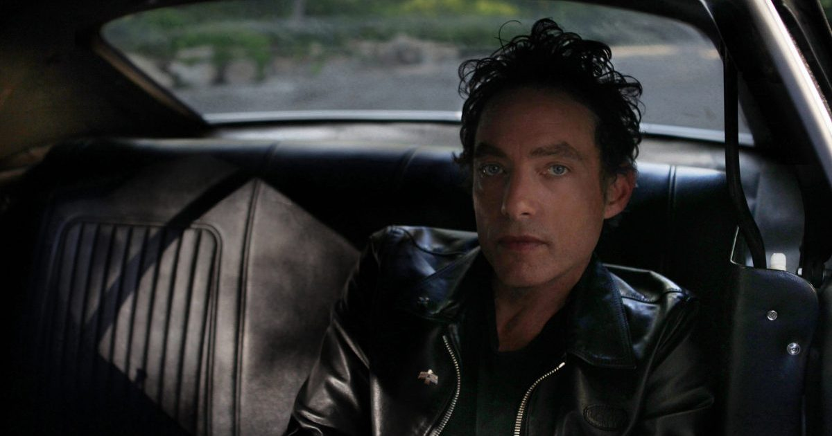 With New Music and Rock 'n' Roll Spirit, Jakob Dylan Revives The Wallflowers